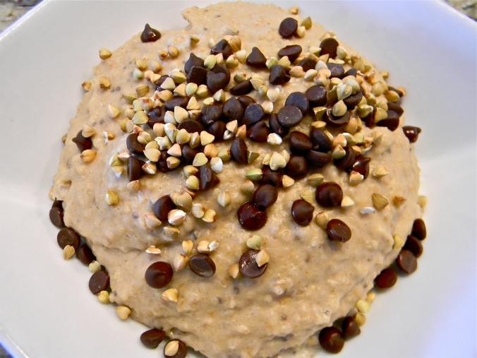 pour blender mixture on top of oats, and sprinkle with chocolate chips and buckwheat groats!